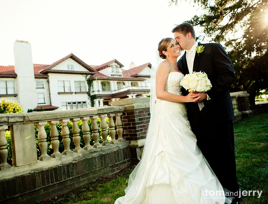Outdoor Wedding Pictures - Creative Wedding Photographer